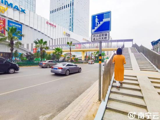 好消息!南宁青秀万达广场前的人行天桥即将开放通行