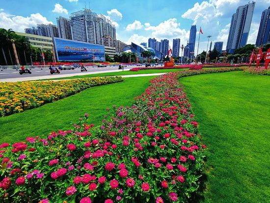 民族广场花团锦簇营造盛会气氛