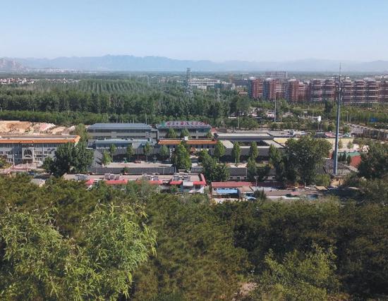 ▲远眺北京市海淀寄读学校。校方供图
