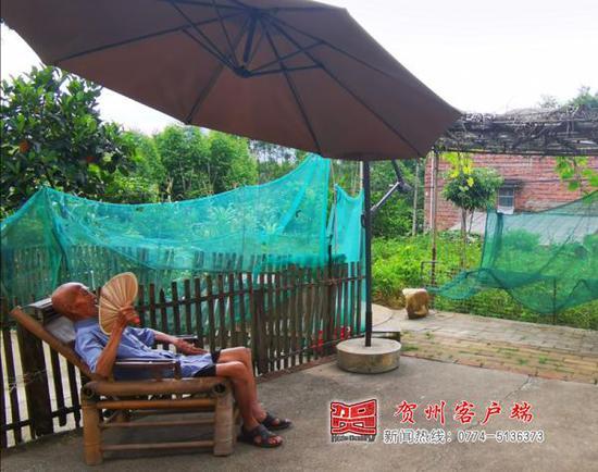 """第二届贺州市""""十大孝子""""钟日胜:爷爷喜欢住村里,我就陪着"""