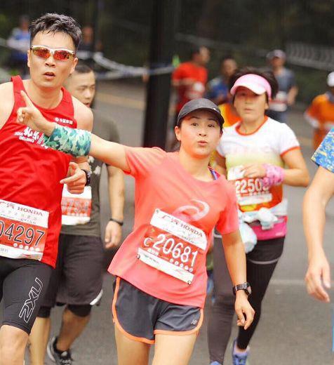 宿管大姐在跑马拉松