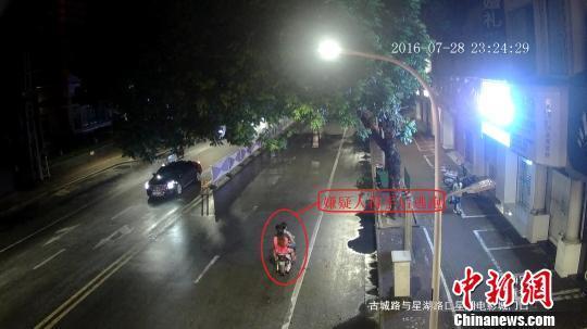 """重庆已婚男子""""携""""两新欢飞车抢夺三人同落法网"""