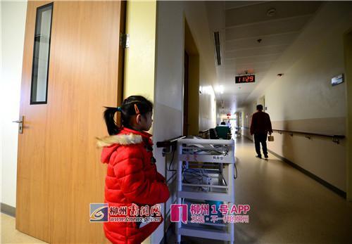 其他病房送饭的人都走了,妈妈怎么还没有打饭回来