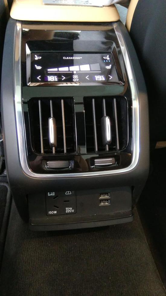 S90全车四区空调 没想到 这里也设置了空调出风口 真是周全~!