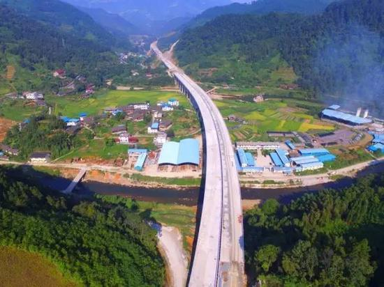 桂三高速全线通车之后