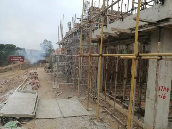 正在建的样板房,已经起到第二层