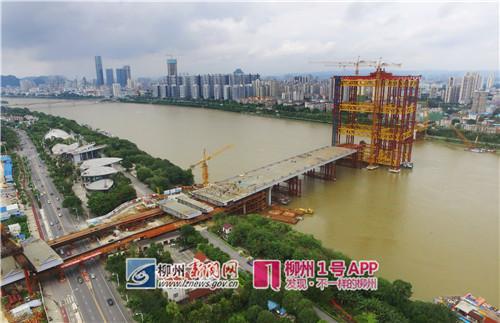 2017年6月9日,柳江上正在建设中的白沙大桥