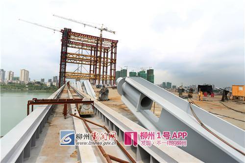 9月11日,白沙大桥的主桥桥面初具规模