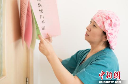 山西大医院主管助产师李丽有着20多年的工作经验,经她护理的产妇不计其数。 范丽芳 摄