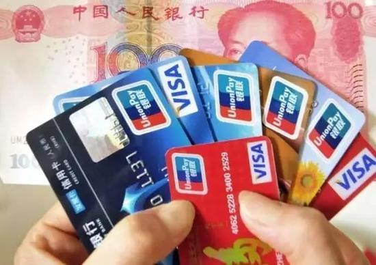 只要你带身份证向各家银行提出申请