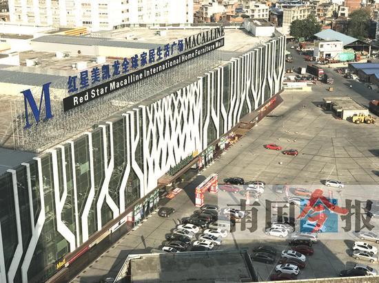 新时代商业港夜市街将规划设置在红星美凯龙门前广场。记者蓝超君 摄