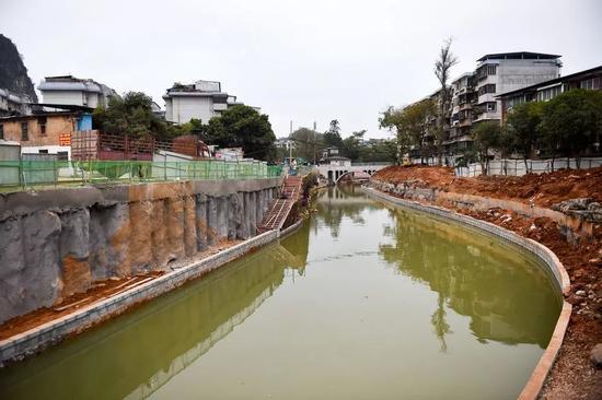 新水系连接西清湖的入口处。