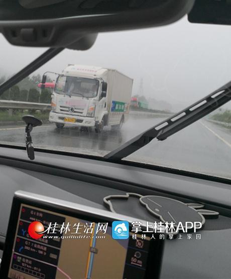 桂林某同城配送大货车高速上走错出口 竟逆行12公里