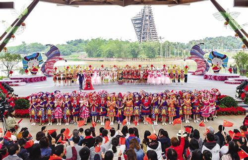 精彩纷呈!游客在南宁园博园体验壮族优秀传统文化