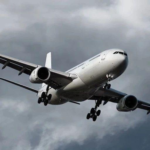 暴雨天遇上飞机延误怎么办?这份机场准点率指南收好