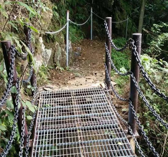 △景区内较险的道路装上了护栏