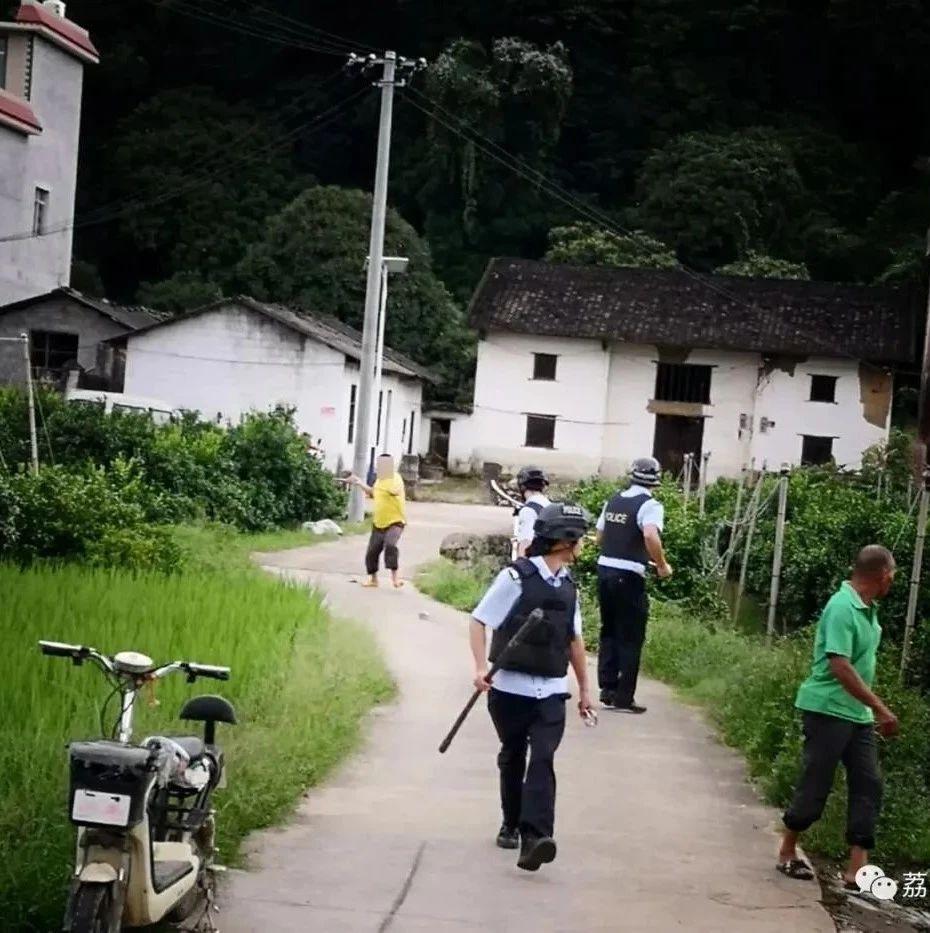 广西男子精神病发作持菜刀追砍医护人员 警方紧急出动