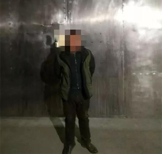 目前,按照相关法律规定,钟某被依法处以行政拘留5天的处罚。