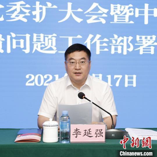 图为广西北部湾国际港务集团党委书记、董事长李延强在会上讲话。 北港集团供图