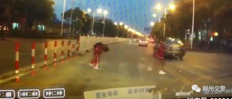 暖心!柳州司机礼让斑马线 两名小学生鞠躬致谢