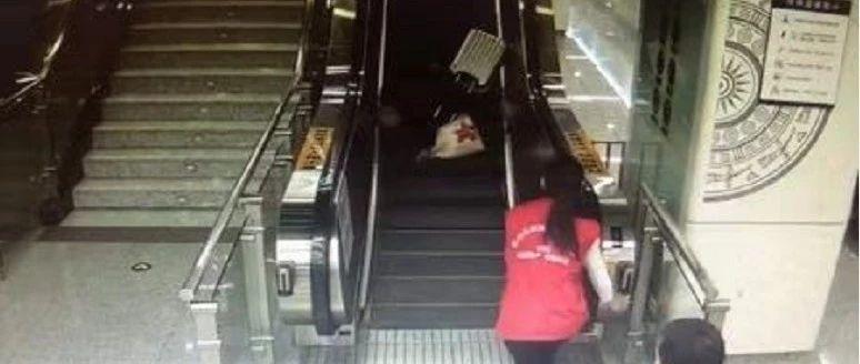 老人在南宁地铁站内摔倒 之后出现的这一幕获赞无数