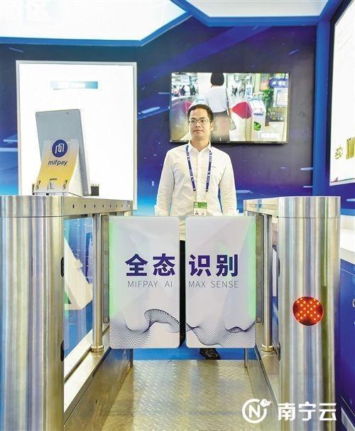 由南宁本土企业——咪付公司自主创新设计的全态识别系统将在南宁地铁车站全线铺开使用。 记者潘浩 摄