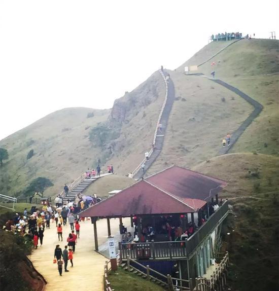 春节期间,天龙顶山地公园颇受游客青睐。
