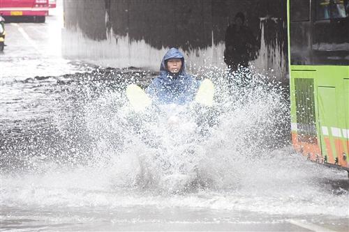 昨日降雨南宁易涝点积水不大 早高峰一切如常