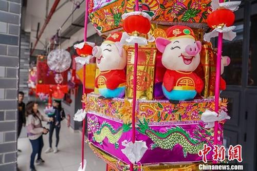 图为2月1日,贵港市园博园的灯展。中新社记者 陈冠言 摄