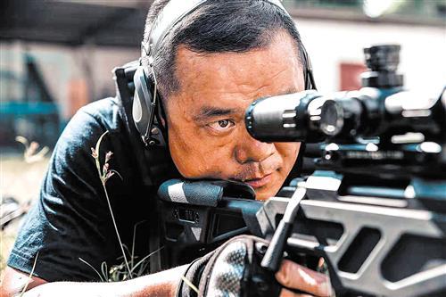 曾浩日常开展狙击训练(本版图片均为南宁市公安局提供)