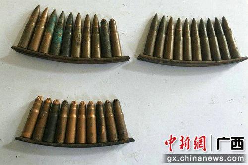 群众主动上缴的30发军用子弹。