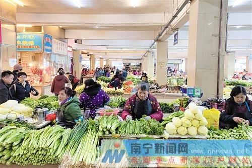 麻村市场蔬菜供应充足。记者 潘浩 摄