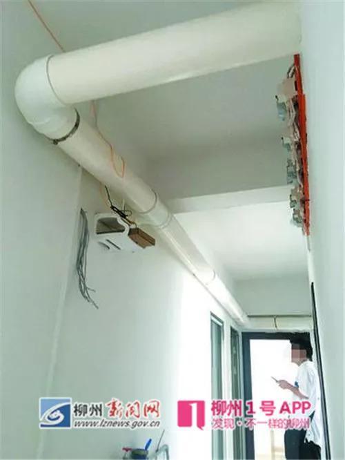 上方悬挂的管子为排烟管