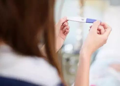 24岁女孩与男友共度情人节后宫外孕 失去生育能力