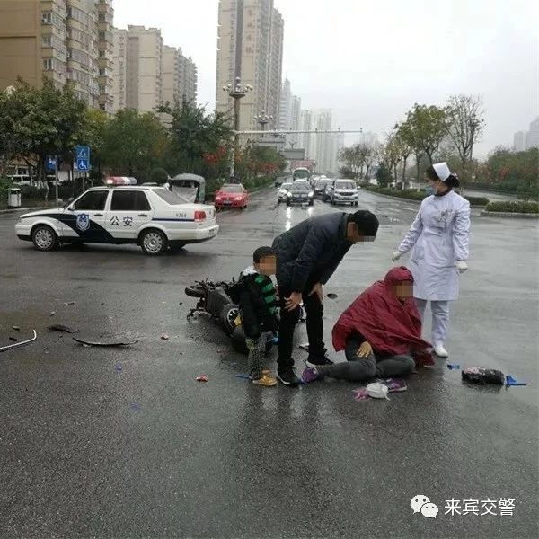 来宾一电车与小车相撞!电车上3人受伤 孕妇进医院