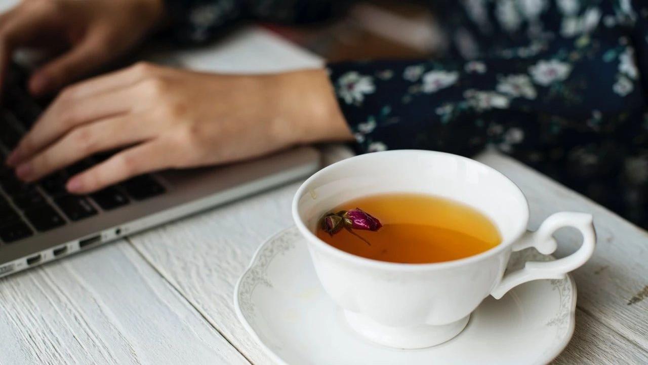 在办公室里这样喝茶的人 注定跟养生无缘