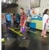 男子疑似在南宁李宁体育园泳池里拉大便 园方:报警了