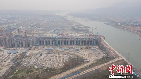航拍建设中的广西大藤峡水利枢纽。 陈冠言 摄