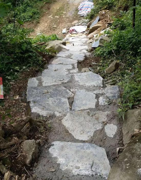 △景区内人行步道铺上石板