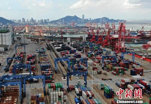 资料图:集装箱货运码头。中新社记者 泱波 摄