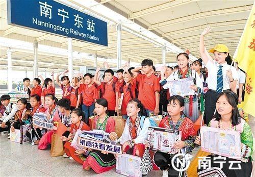 孩子们初到南宁满脸兴奋 记者 潘浩 摄