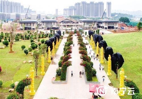 青秀山风景区东大门。