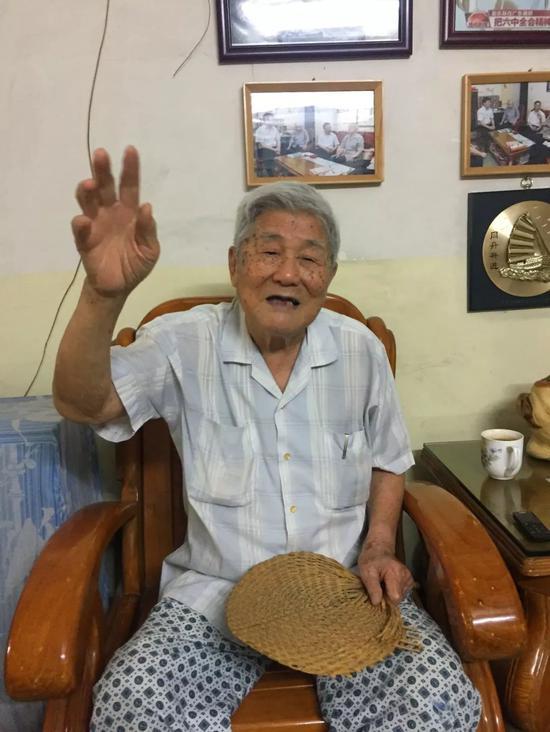 李老说,40年前广州人的居住条件非常艰苦。