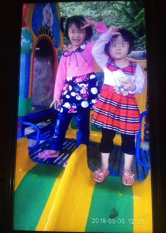 遇害的6岁韦诗和4岁韦慧。 本文图片均为澎湃新闻记者 陈绪厚 图(除署名外)