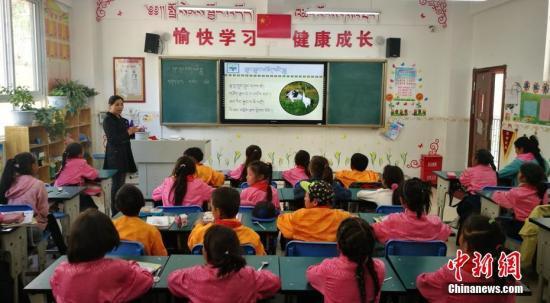资料图:小学课堂。 刘忠俊 摄