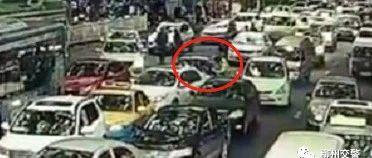 猖狂!柳州男子无证驾驶假牌车 两次暴力冲卡连撞4车