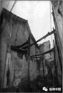 焚毁的房屋