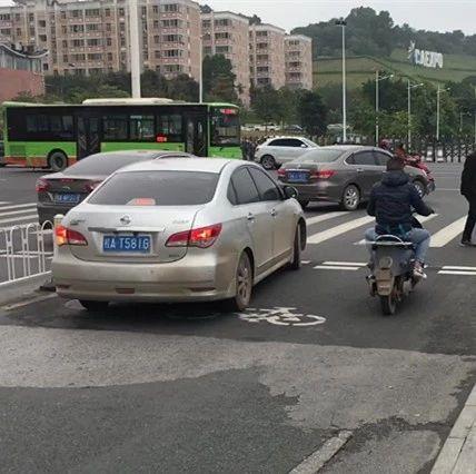 机动车占用非机动车道违法行驶怎么办?教你如何举报