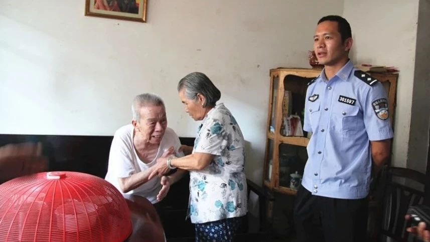 桂林:84岁老人差点被她活活气死 民警怒了