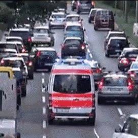 为生命让行!遇消防车不避让 不是罚200记3分的小事